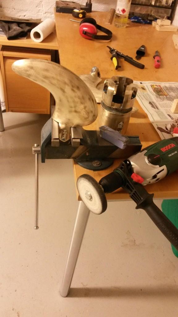 Työkalut: riivupenkki, porakone ja kiillotuslaikka