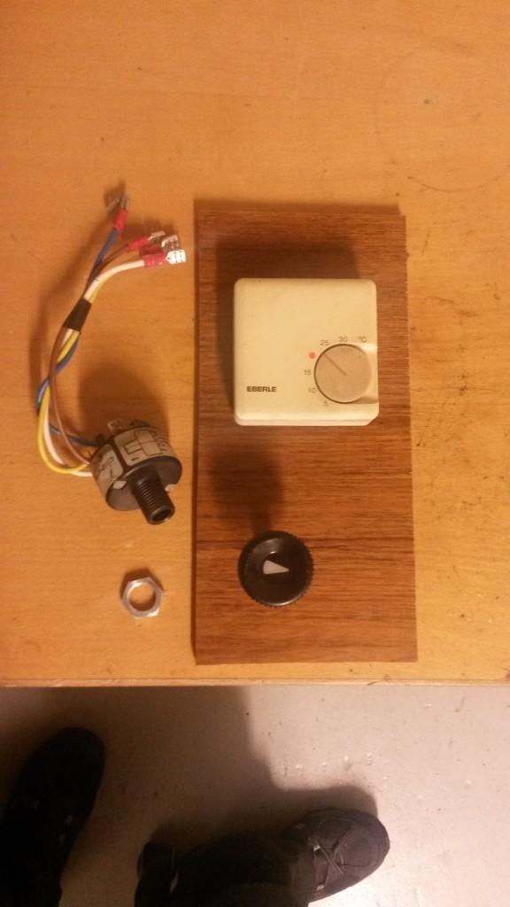 Asennuslevyn suunnittely käyttökytkintä ja termostaattia varten