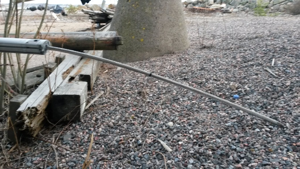 Uusi staagi pujotettu foilin sisään, merkin kohdalta katkaisu