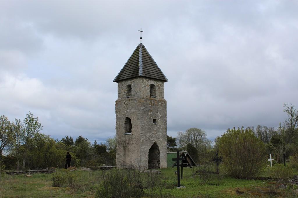 Väike-Pakrin, ruotsiksi Lilla-Rågön kirkosta oli jäljellä torni ja hautausmaa.