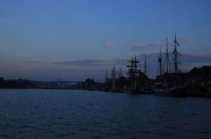 Aamusaapuminen Kielin kanavan itäpäähän.