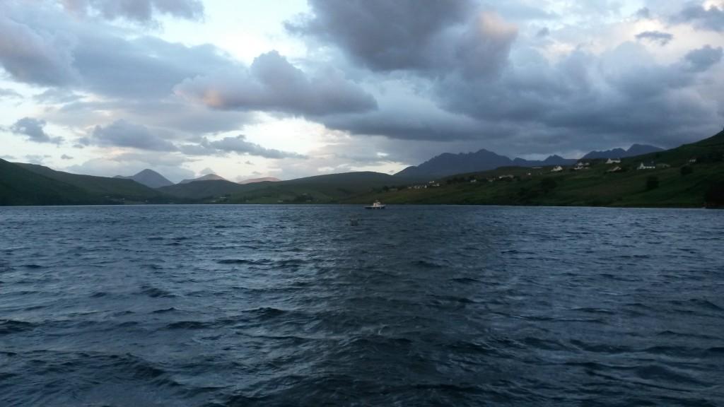 Loch Harport, taustalla Cuillin vuoristoa.