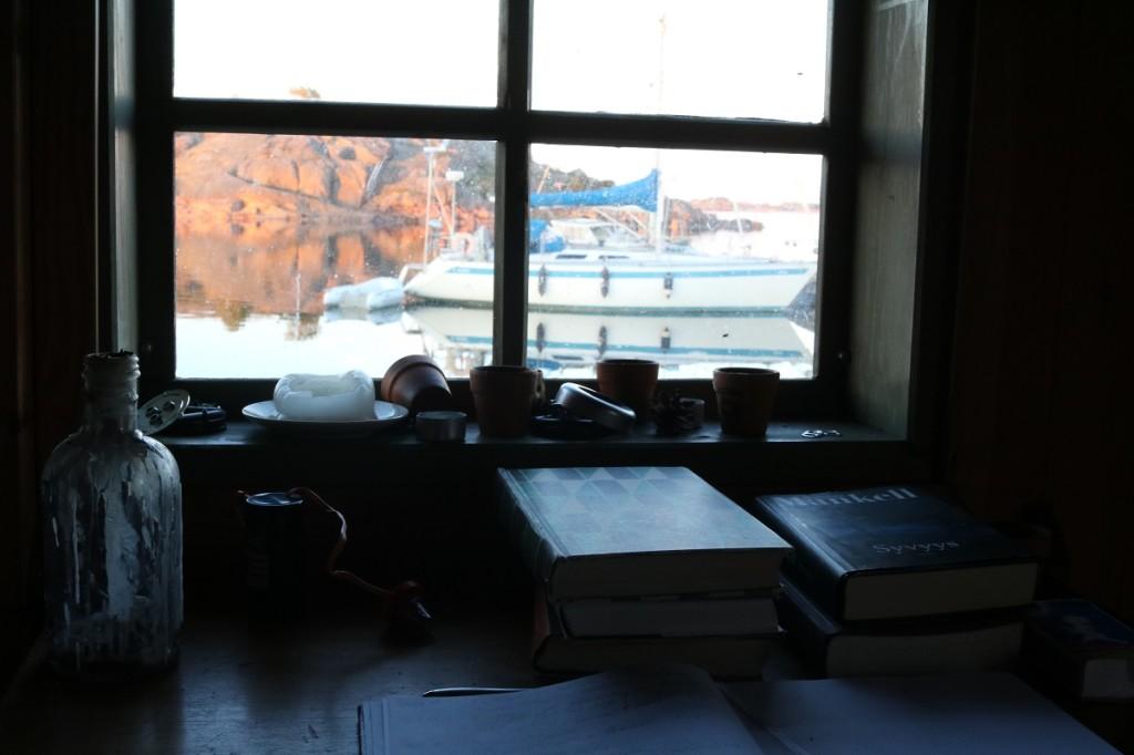 Näkymän mökin / autiotuvan ikkunasta